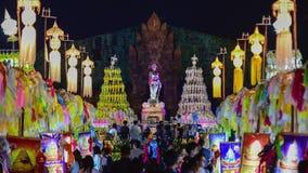 De kleurrijke lantaarns van duizendenlanna bij nacht, Lamphun-lantaarnfestival stock video