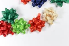 De kleurrijke linten van het giftpakket royalty-vrije stock fotografie