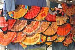 De kleurrijke markt van textielrokken, Mai Chau, Vietnam royalty-vrije stock foto