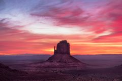 De kleurrijke mening van het zonsopganglandschap bij het nationale park van de Monumentenvallei Royalty-vrije Stock Afbeeldingen