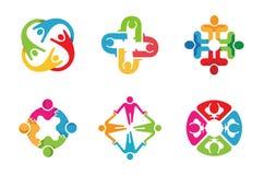 De kleurrijke Mensen groeperen Team Logo Design Royalty-vrije Stock Afbeelding