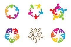 De kleurrijke Mensen groeperen Team Logo Design Stock Foto's