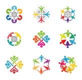De kleurrijke Mensen groeperen Team Logo Symbol Design Royalty-vrije Stock Afbeelding