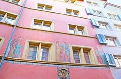 De kleurrijke muurschilderingen in Zürich Stock Afbeeldingen