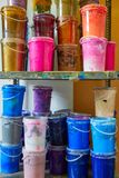 De kleurrijke op een rij gestapelde flessen van de inktverf Stock Afbeeldingen