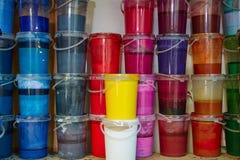 De kleurrijke op een rij gestapelde flessen van de inktverf Royalty-vrije Stock Foto's