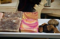 De kleurrijke organische zeep voor toont en verkoop stock afbeeldingen