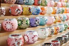 De kleurrijke potten van de mozaïekbloem Stock Fotografie