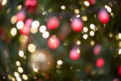 De kleurrijke Rode, Gele en Groene achtergrond o van Kerstboombokeh Royalty-vrije Stock Foto