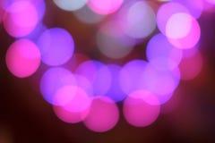 De kleurrijke samenvatting vertroebelde cirkelbokehlicht van de straat van de nachtstad voor achtergrond grafisch ontwerp en webs Stock Afbeeldingen