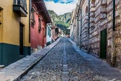 De kleurrijke Straten Bogota Colombia van La Candelaria Stock Afbeeldingen