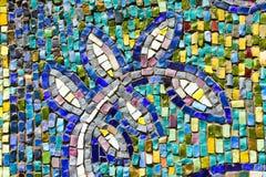 De kleurrijke textuur van mozaïekbladeren op muur Stock Afbeeldingen