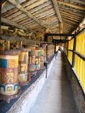De kleurrijke Tibetan Wielen van het Gebed royalty-vrije stock afbeelding