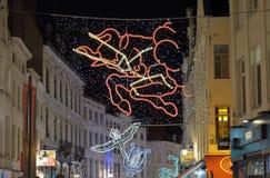 De kleurrijke verlichting van de Kerstmisstraat in Brussel Stock Afbeeldingen