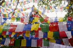 De kleurrijke vlaggen van het boeddhismegebed in Mahakal-tempel Royalty-vrije Stock Foto