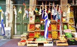 De kleurrijke Vruchten, de Groente en de Opbrengst van de Straatmarkt Verkopende De oude stad van Montevideo, de Vlag van Uruguay Stock Fotografie