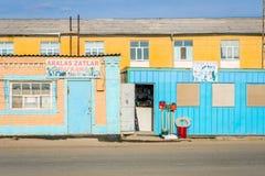 De kleurrijke winkel van bouwhulpmiddelen, Muynak, Oezbekistan Stock Afbeelding