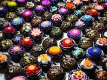 De kleurrijke Zepen van de Aromabloem in de Kleine Zwarte rond Gelakte Dozen royalty-vrije stock foto's
