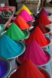De kleurstoffen van de kleur in markt Stock Foto's