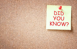De kleverige die nota aan corkboard met de uitdrukking wordt gespeld u wist het? Royalty-vrije Stock Afbeelding