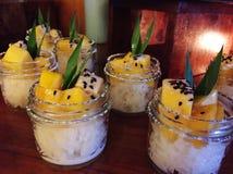 De kleverige rijst van de mango royalty-vrije stock foto's