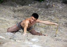 De klimmer van de rots op klip Stock Foto's
