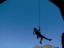 De klimmersilhouet van de vrouw Stock Afbeeldingen