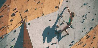 De klimmertreinen op een kunstmatige hulp Royalty-vrije Stock Fotografie