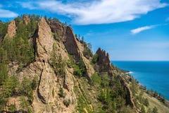 De klip van rotsenskriper dichtbij het dorp van Grote Koty Royalty-vrije Stock Foto's