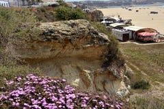 De klippen sloten het strand stock afbeelding