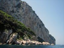 De Klippen van Beachside in Capri Stock Foto's