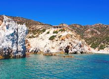 De klippen van Polyaigos, een Eiland de Griekse Cycladen royalty-vrije stock foto's
