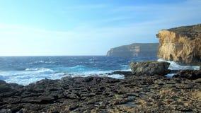 De klippen van San Lawrenz, Gozo, Malta stock videobeelden