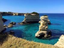 De klippen van Torresant Andrea, Salento-schiereiland, Apulia-gebied Stock Afbeelding