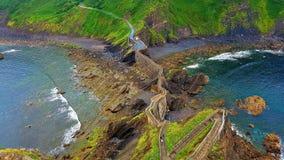 De klippen van de waterkant, San Juan del Gazteluatxe, Spanje stock afbeelding