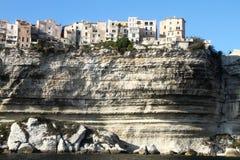 De klippenstad - Bonifacio stock afbeelding