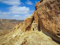 De klippenwoningen van Berberamazigh in de Westelijke Bergen van Libië ` s dichtbij stad van Kabaw royalty-vrije stock foto