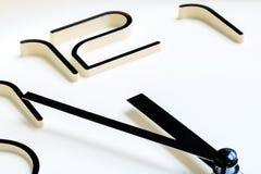De klok die de klok van bijna 12 o tonen `, sluit omhoog mening Royalty-vrije Stock Afbeelding