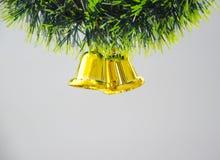 De klok hangt op Kerstboom Stock Afbeelding