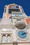 De klok op de toren in Venetiaans Hotel in Las Vegas Royalty-vrije Stock Fotografie