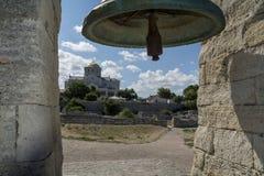 De klok in oude Chersonese en de Kathedraal van St Vlad Royalty-vrije Stock Foto
