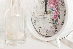 De klok toont middernacht stock afbeelding