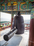 De klok van de kloosterring bij de boeddhistische tempel van Sanbanggulsa in Sanbangsa Stock Fotografie