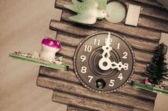 de klok van de koekoeksmuur, drie uur Royalty-vrije Stock Afbeelding