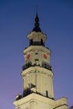 De klok van de stadhuistoren, nachtscène royalty-vrije stock afbeeldingen