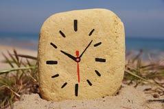 De klok van de steen, spel op het strand Royalty-vrije Stock Afbeelding