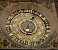 De klok van de toren in Hampton Court in Londen stock fotografie