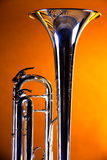 De Klok van de trompet op Gouden Achtergrond Royalty-vrije Stock Afbeeldingen