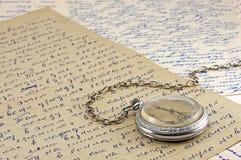 De klok van de zak en oude brieven Royalty-vrije Stock Afbeeldingen