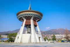 De klok van de Gimhaeburger, een reusachtige die klok in het centrum van de Gimhae-stad wordt geplaatst Stock Afbeelding